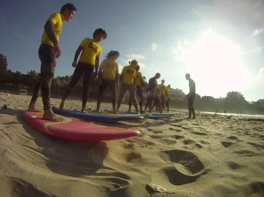 lets go surfing now now!!!