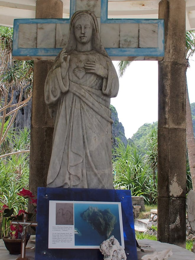 Estatua en El Nido Tour C