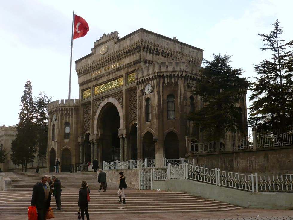 Arco en Universidad de Estambul