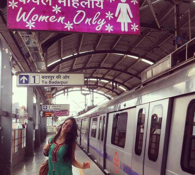 Transporte público en Metro de Delhi