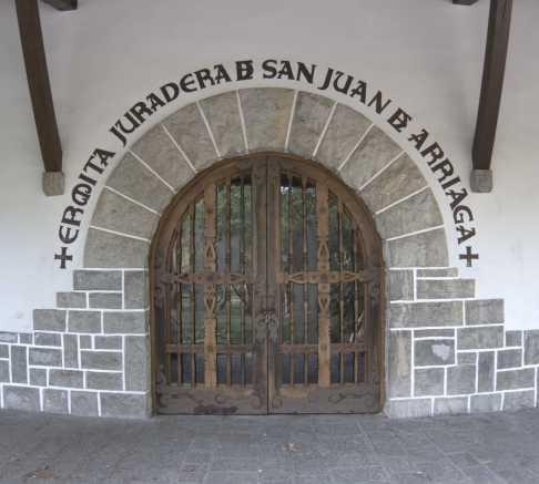 Arco en Ermita juradera de San Juan de Arriaga