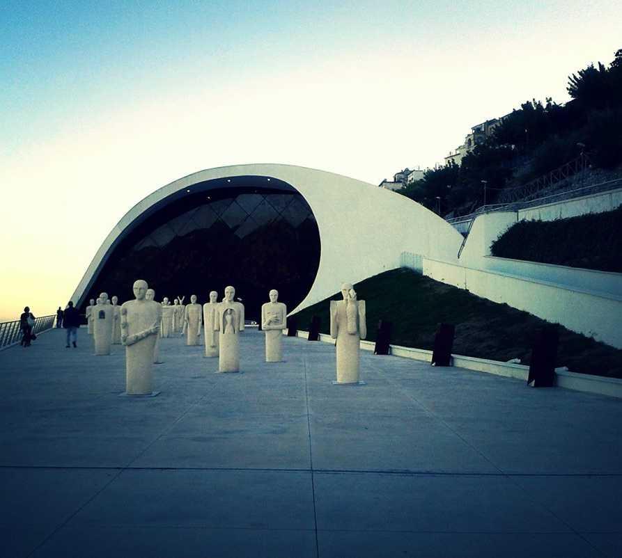 Azul en Auditorium Oscar Niemeyer