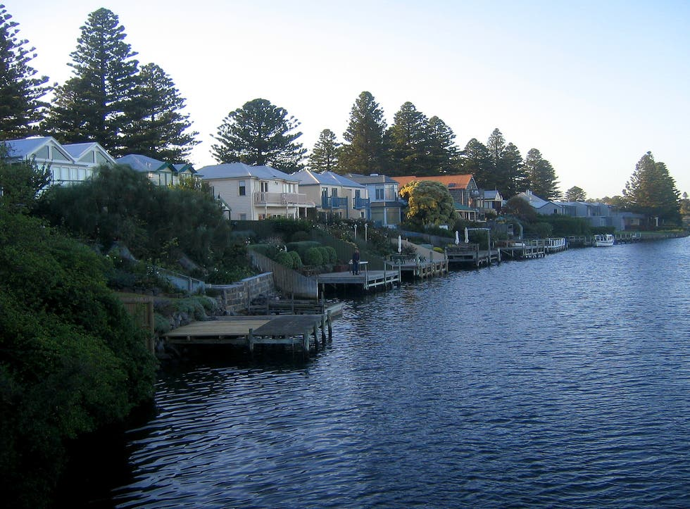 port fairy Departs from bank st, port fairy and travels via gipps st, campbell st, albert st,  polding st, villiers st, cox st, princes hwy, philip st, ocean dr, powling st,.