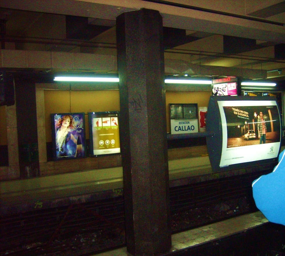Mueble en Estacion Subte Callao - Linea D