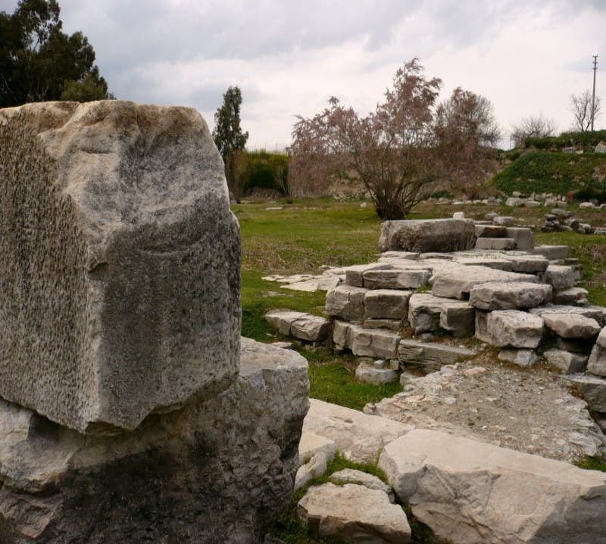 Ruinas en Templo de Artemisa