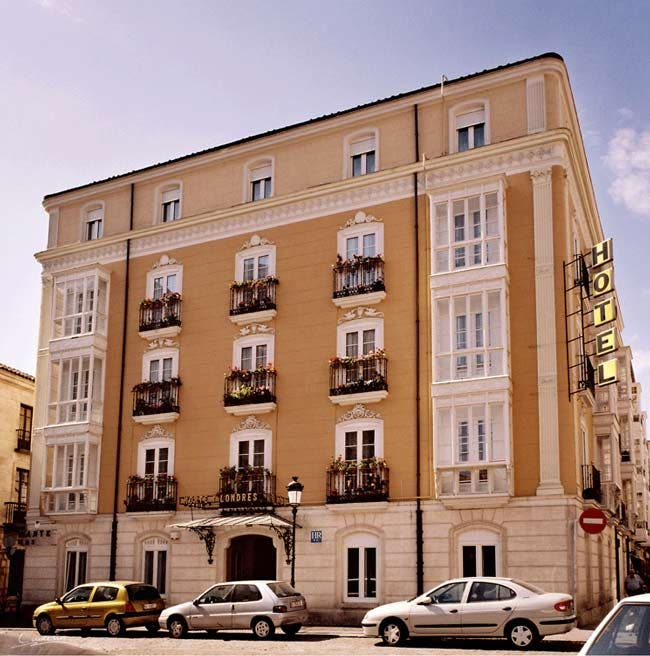 Photos of architecture in norte y londres hotel burgos for Londres hotel madrid