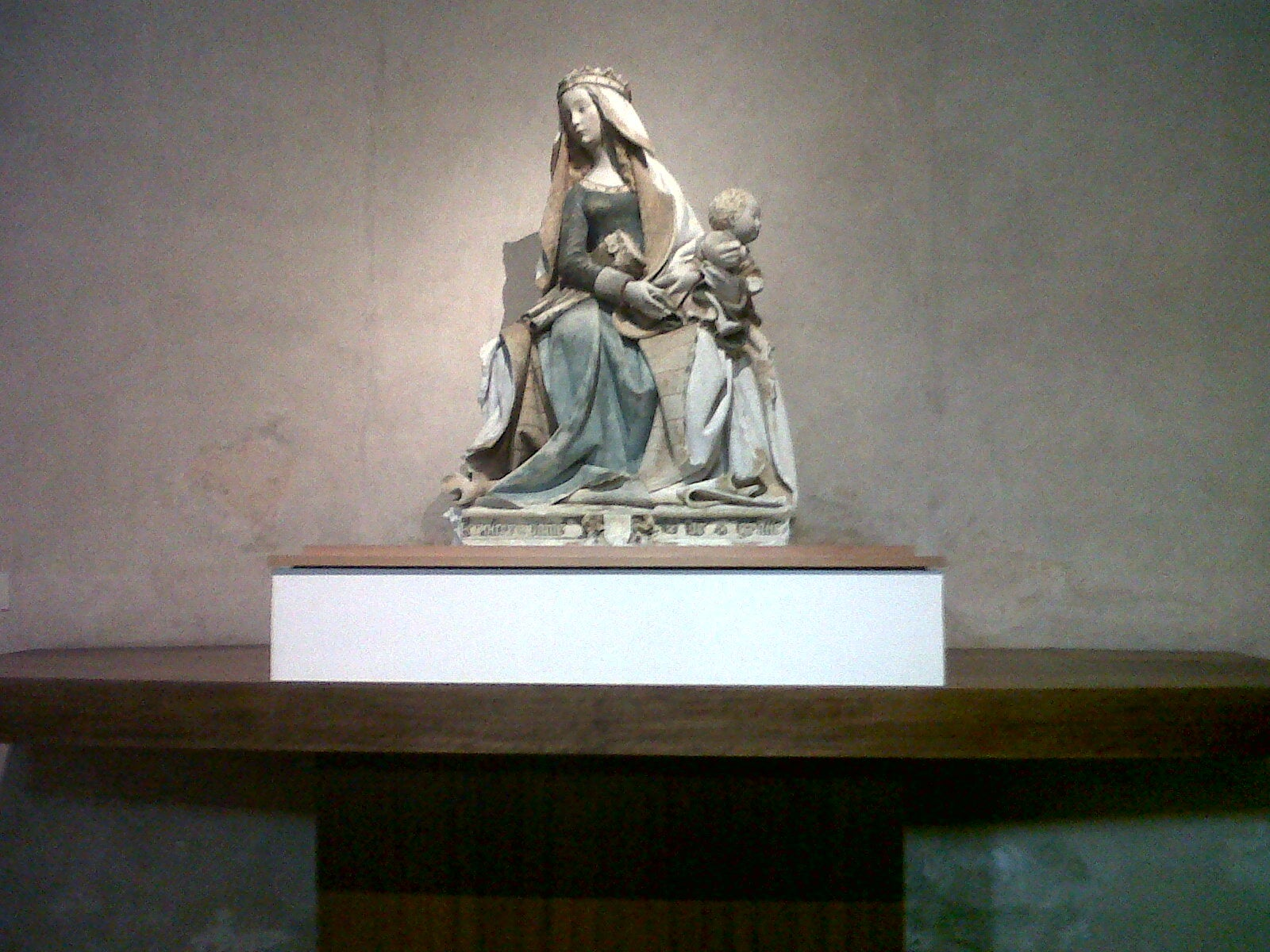 Statue in Gothic Rooms & Photos of Gothic Rooms - Images