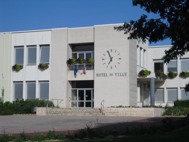 Commercial Building in Buxerolles
