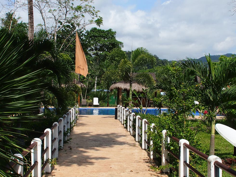 Jardín en Daluyon Beach and Mountain Resort