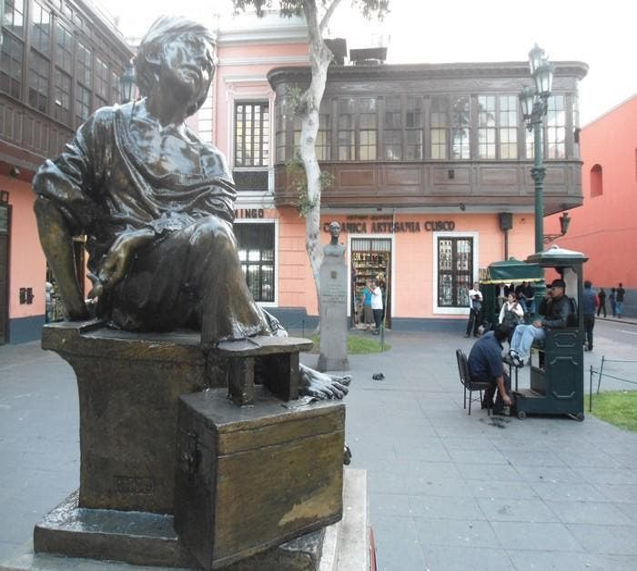 Escultura en Homenaje al pequeño limpiabotas de Peru