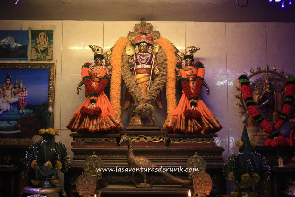 Estatua en Sri Aruloli Thirumurugan