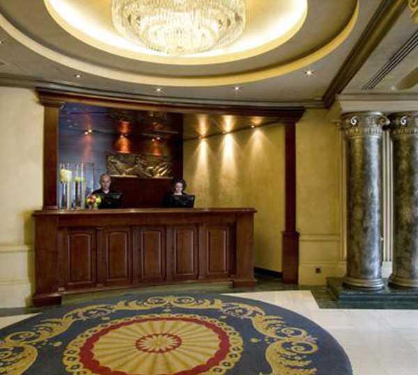 Recepción en Hotel NH Collection Madrid Paseo del Prado