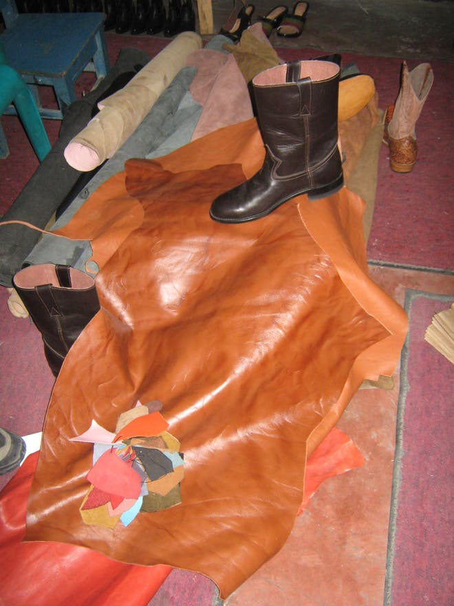 Leather in Pastores