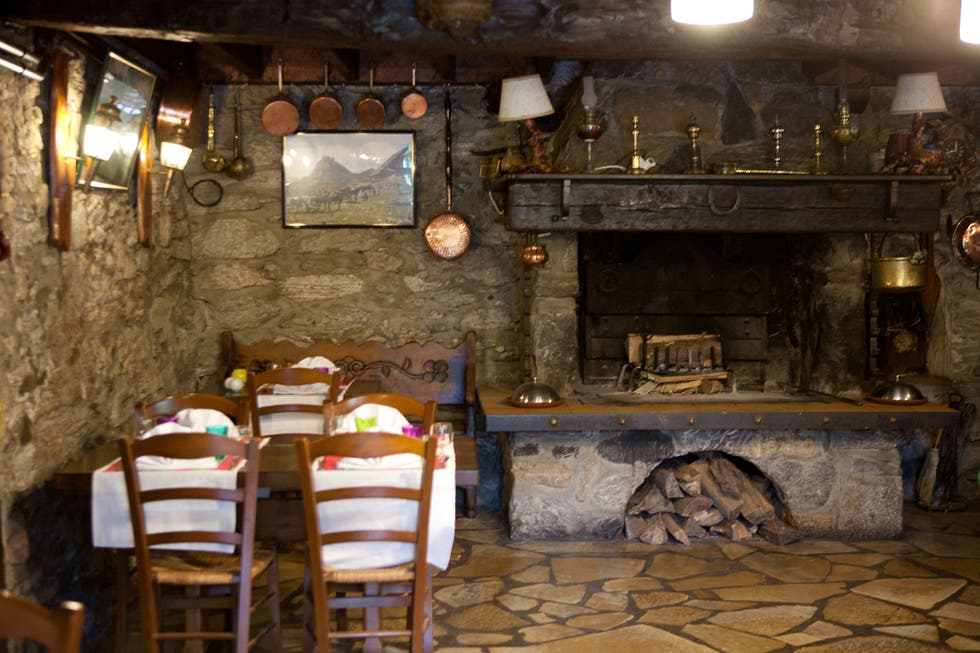 Tavern in Accous