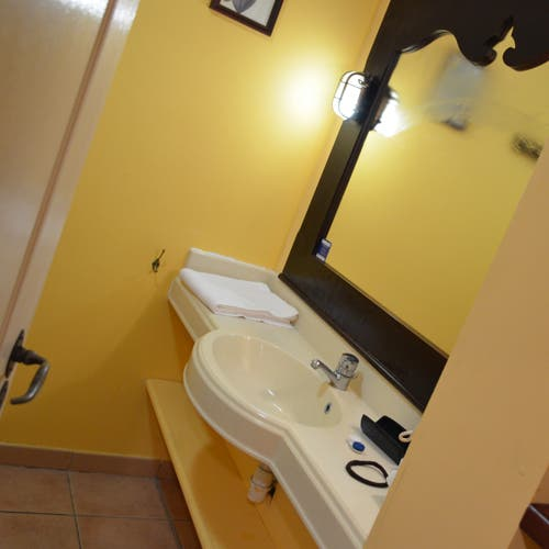 saint anne chat rooms Three further bedrooms with bathrooms en suite (the master enjoying a dressing room and a terrace and a boudoir  we also suggest in sainte anne.