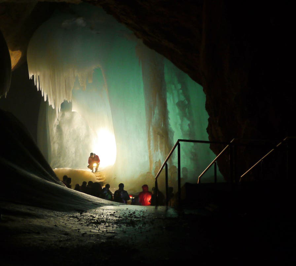 Vehículo en Cuevas Eisriesenwelt