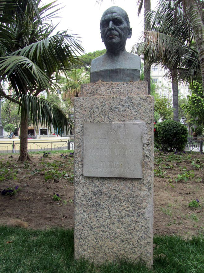 Estatua en Monumento a Antonio Accame