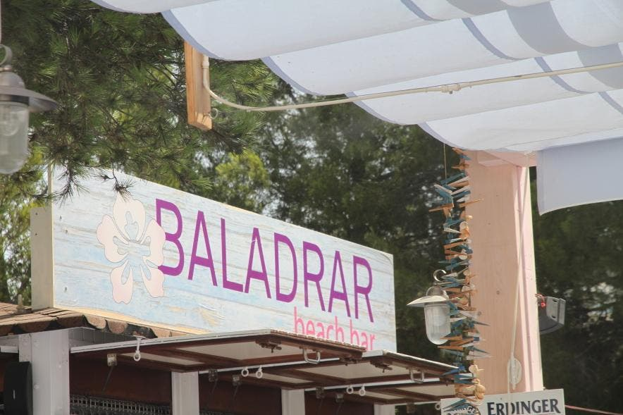 Señal en Baladrar beach bar