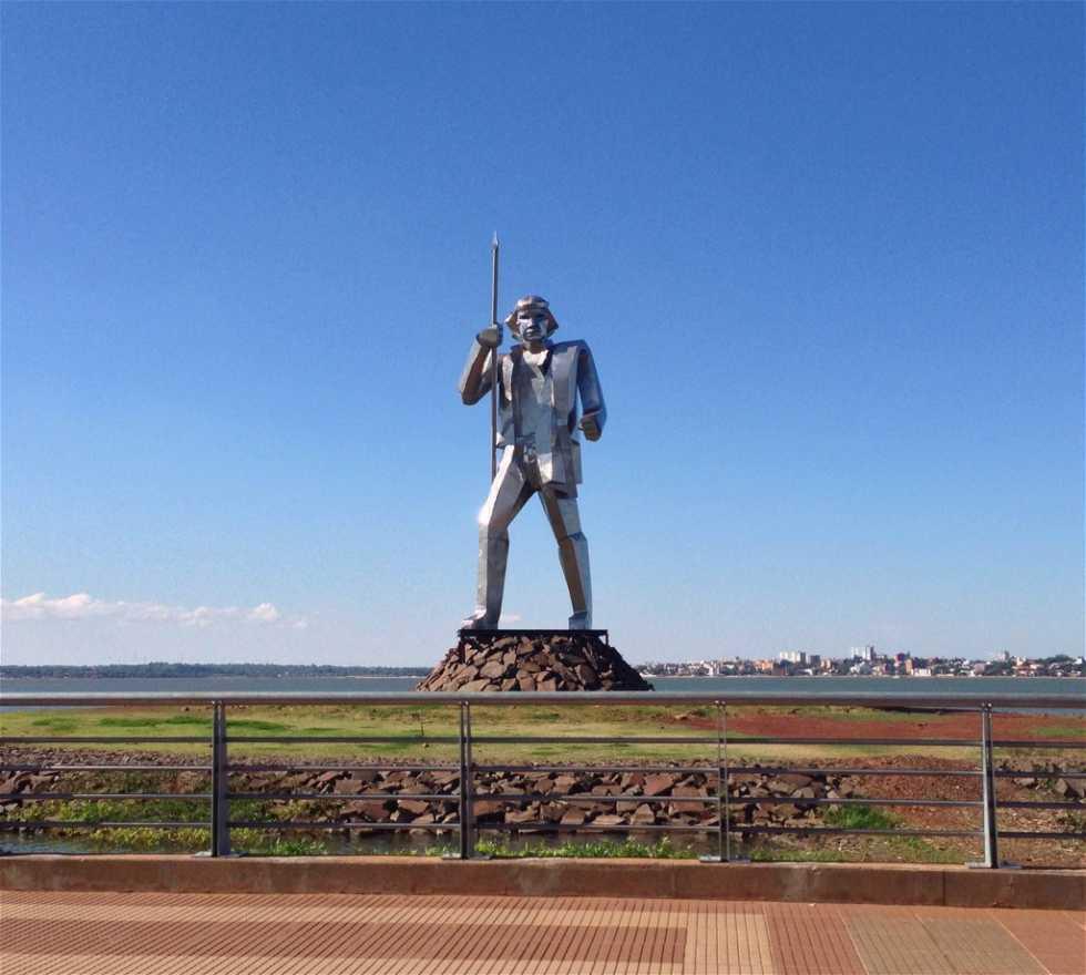 Estatua en Monumento Andrés Guazurari