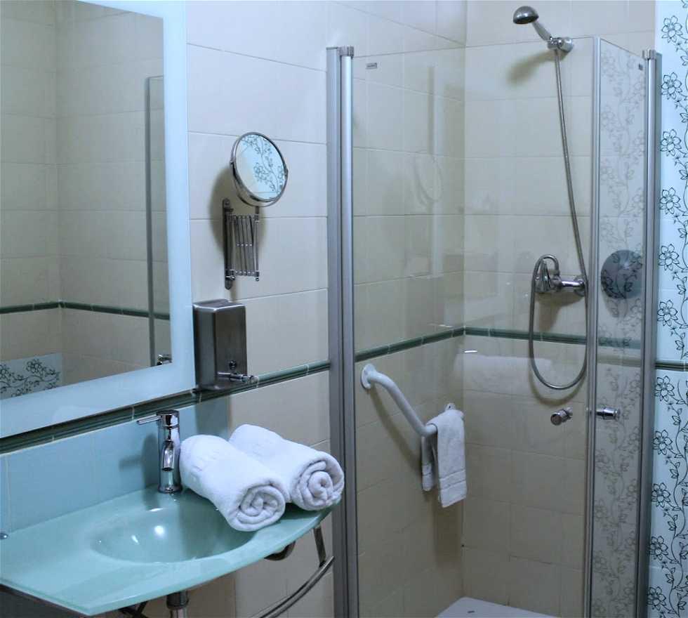 photos de salle de bains hotel boutique convento c diz cadix 7776097. Black Bedroom Furniture Sets. Home Design Ideas