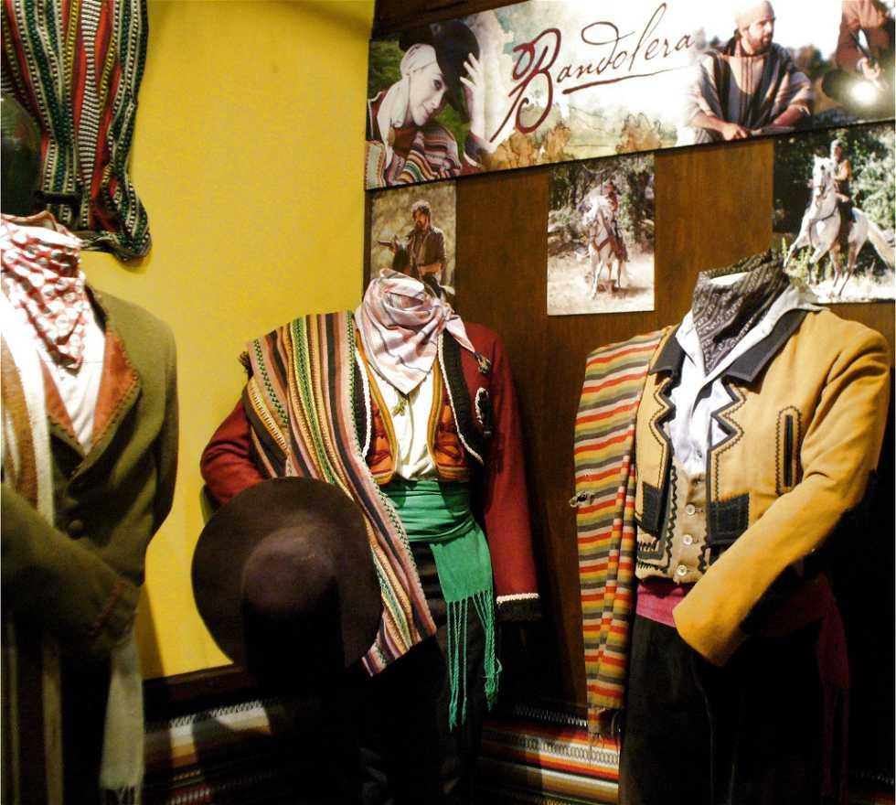 Músico en Museo del Bandolero
