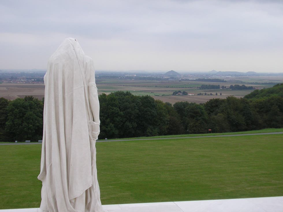 Nube en Canadian National Vimy Memorial