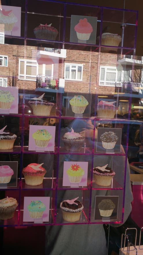 Fotos de mob lia em the hummingbird bakery londres 7742207 for Mobilia 440