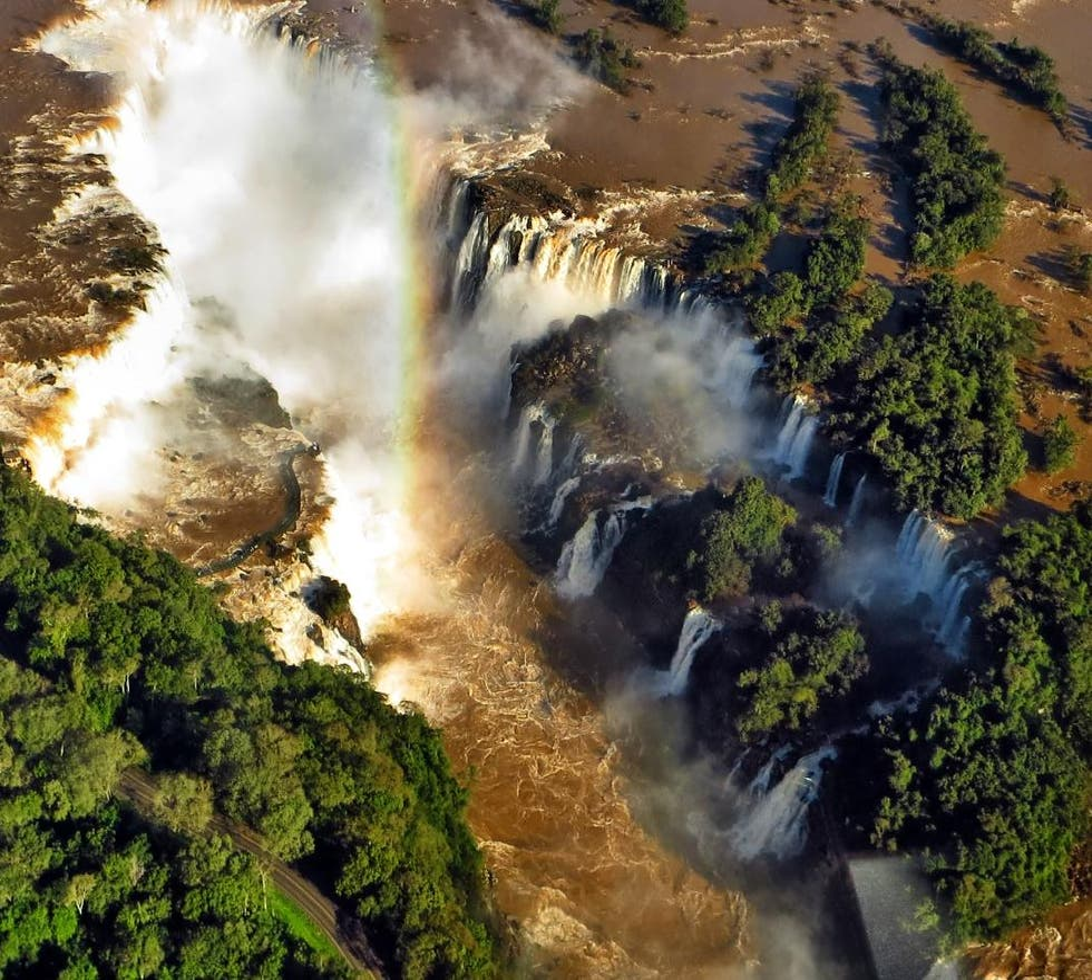Arroyo en Sobrevolar las cataratas del Iguazú en Helicóptero