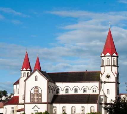 Pueblo en Iglesia del Sagrado Corazón de Jesús