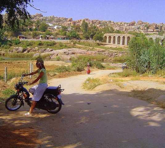 Bicicleta en Excursión en moto al lago de Hampi,India