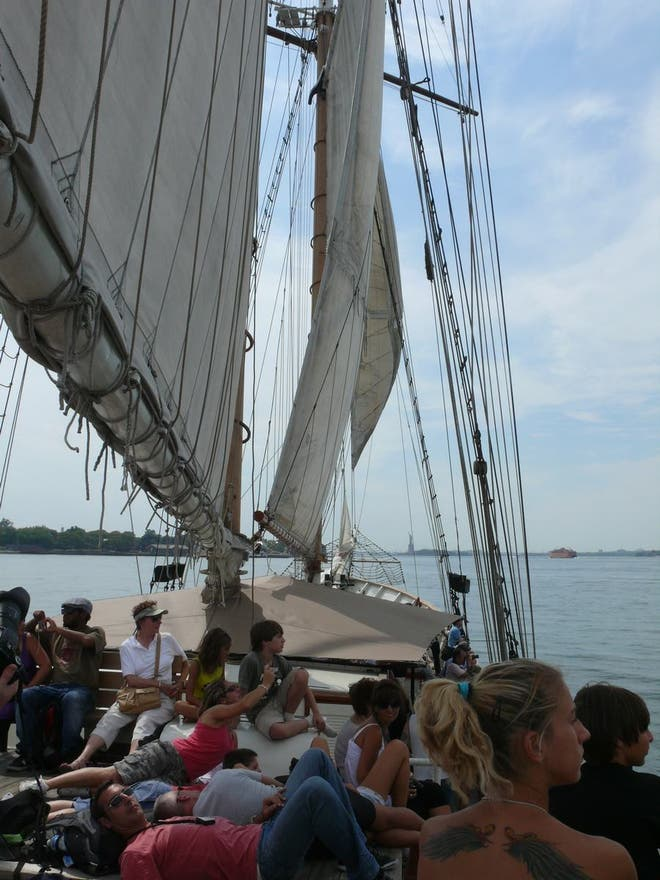 Nave de entrenamiento en Paseo en el velero Clipper City Tall Ship