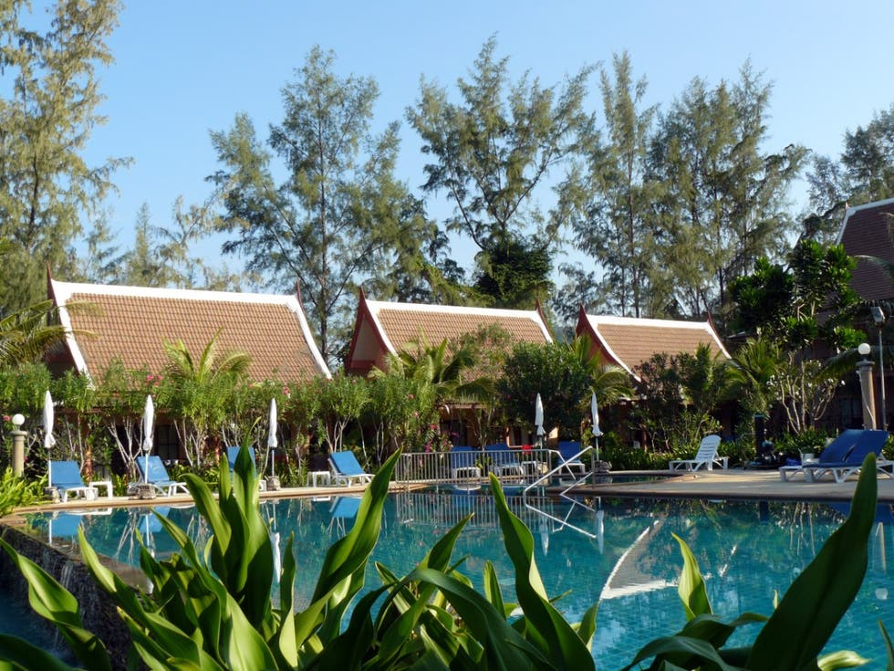 Piscina en Lanta Casuarina Beach Resort