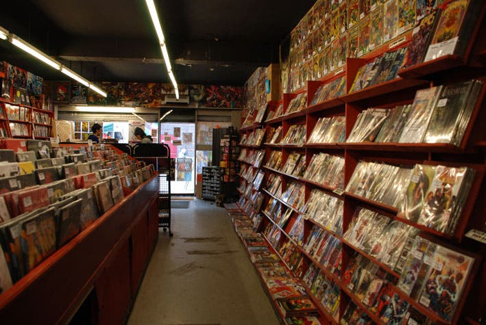 Supermercado en Mega-City Comics