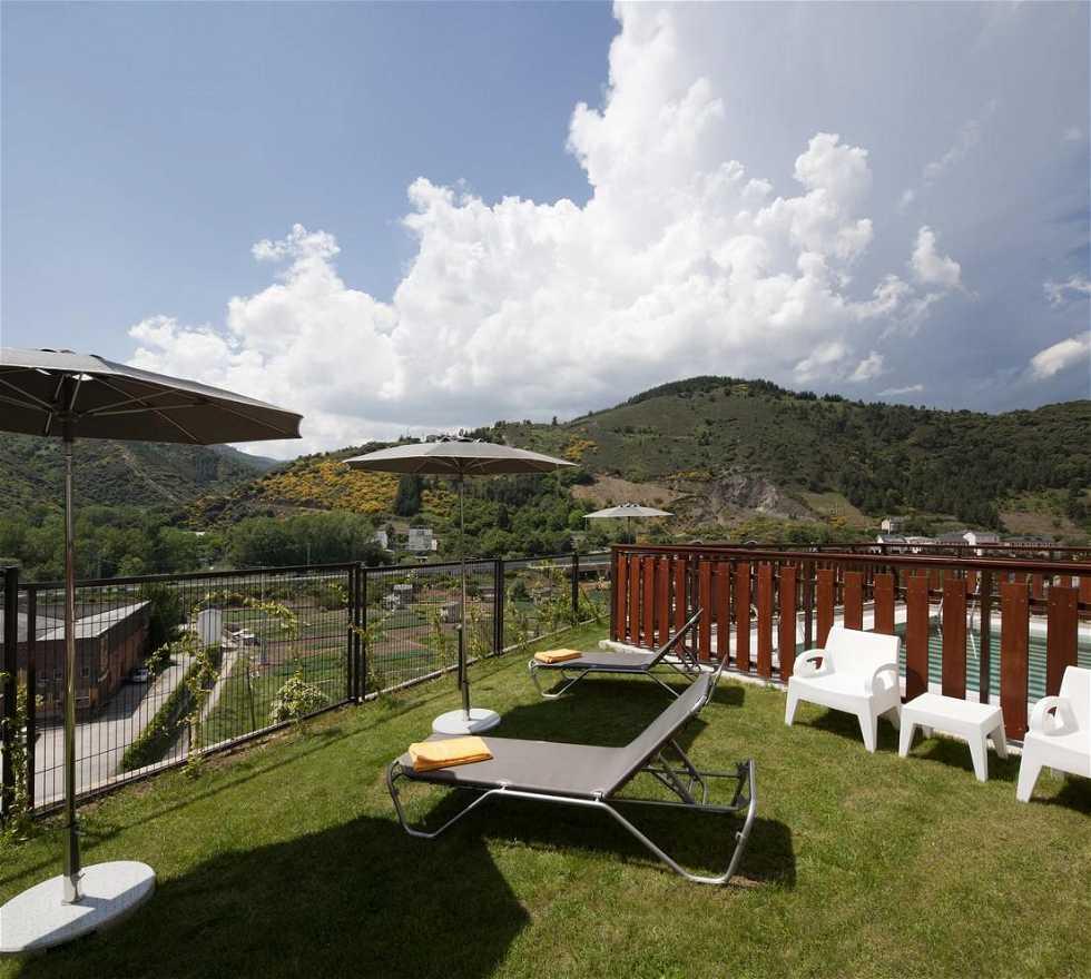 Tienda de campaña en Parador de Villafranca del Bierzo