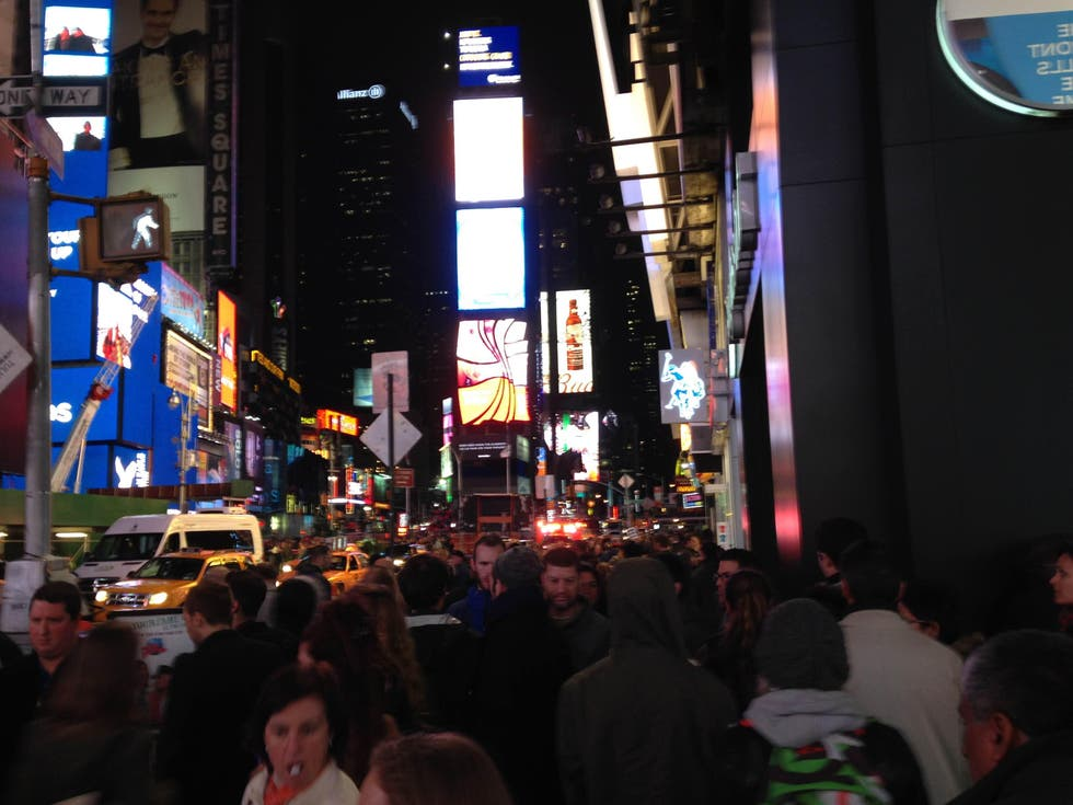 Multitud en Hotel Equity Point New-York Times Square