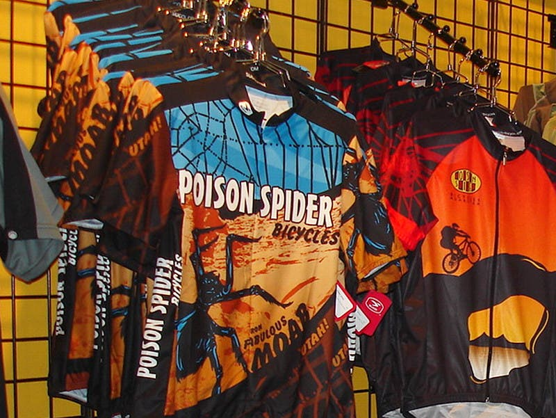 Amarillo en Poison Spiders Bicycles