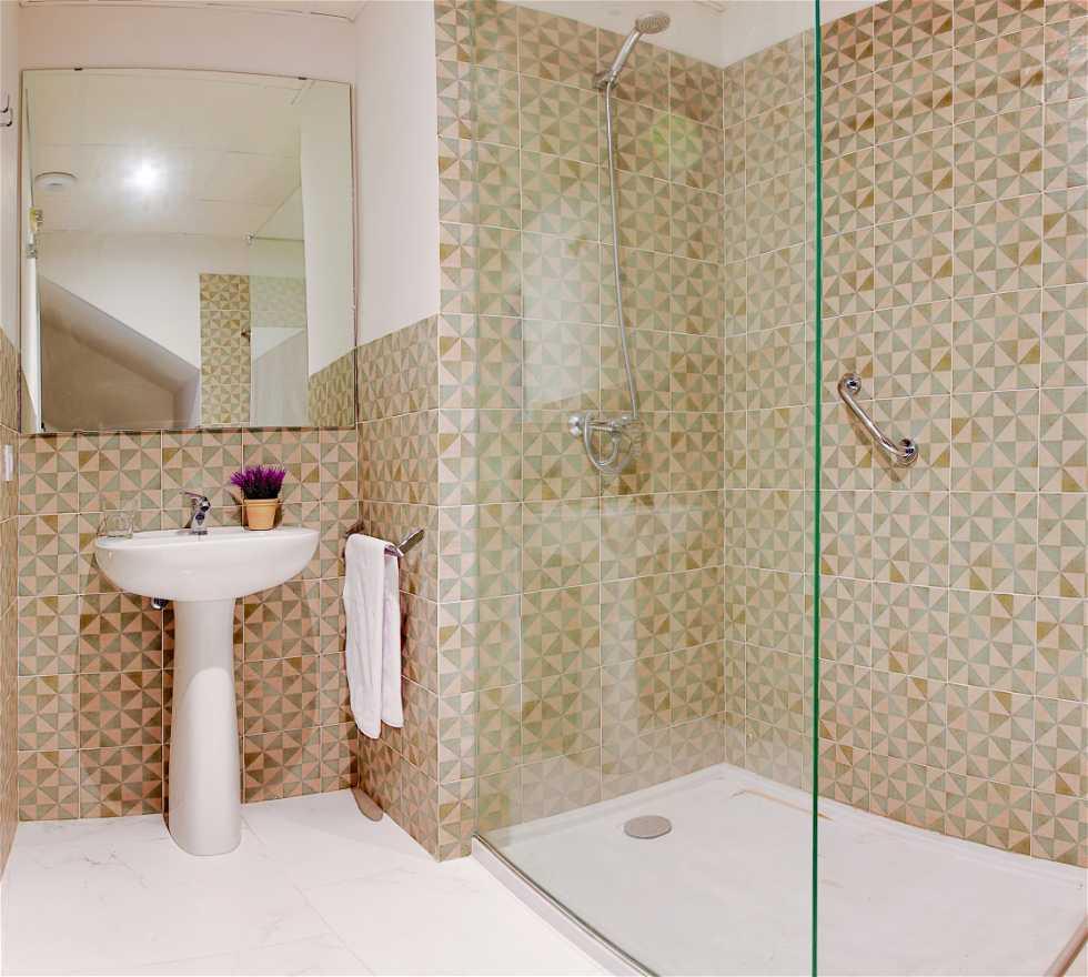 Fotos de azulejo en urban vida cordoba apartaments for Azulejos bano cordoba