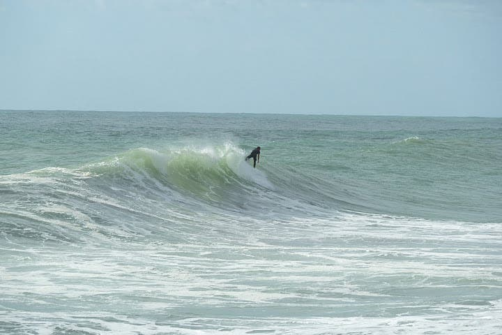 Surf en Piha Beach