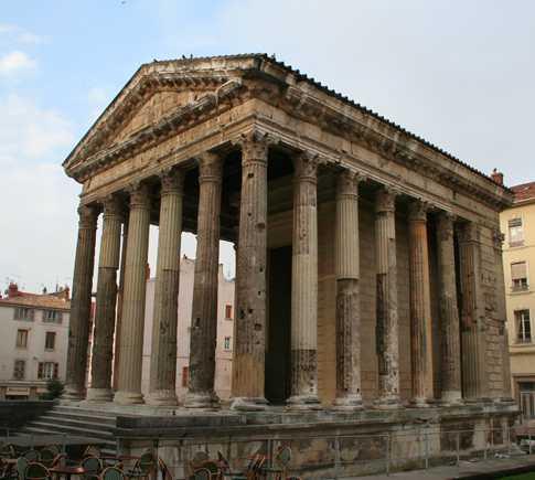 Arquitectura romana antigua en Templo Romano de Augusto y Livia
