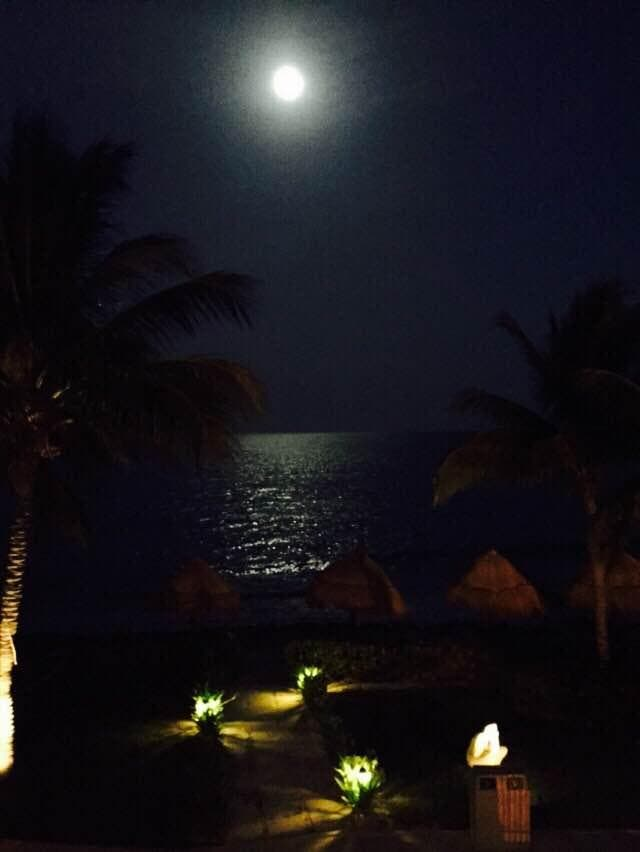 Luna llena en Hotel Secrets Capri Riviera Cancun All Inclusive -Adults Only