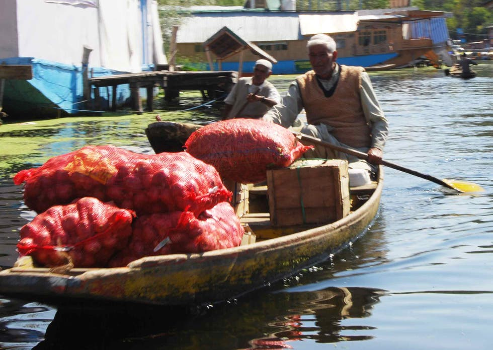 Barca a Floating markets of Srinagar