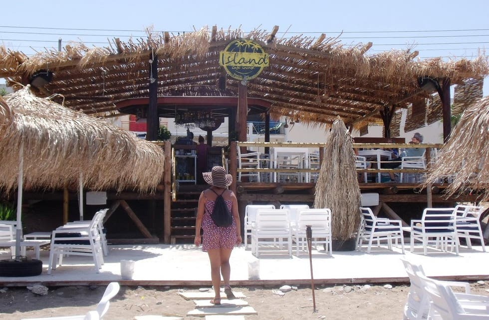 Aldea en Island lounge beach bar