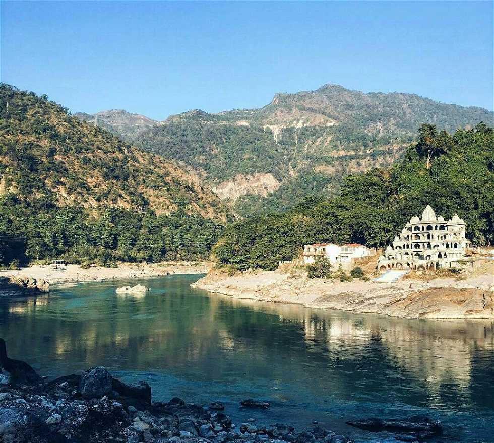 Lago en Uttaranchal