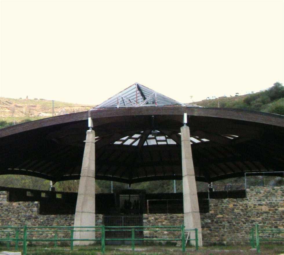 Edificio deportivo en Corro de Aluches