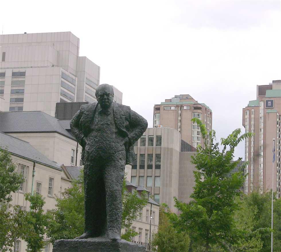Ciudad en Estatua de Churchill