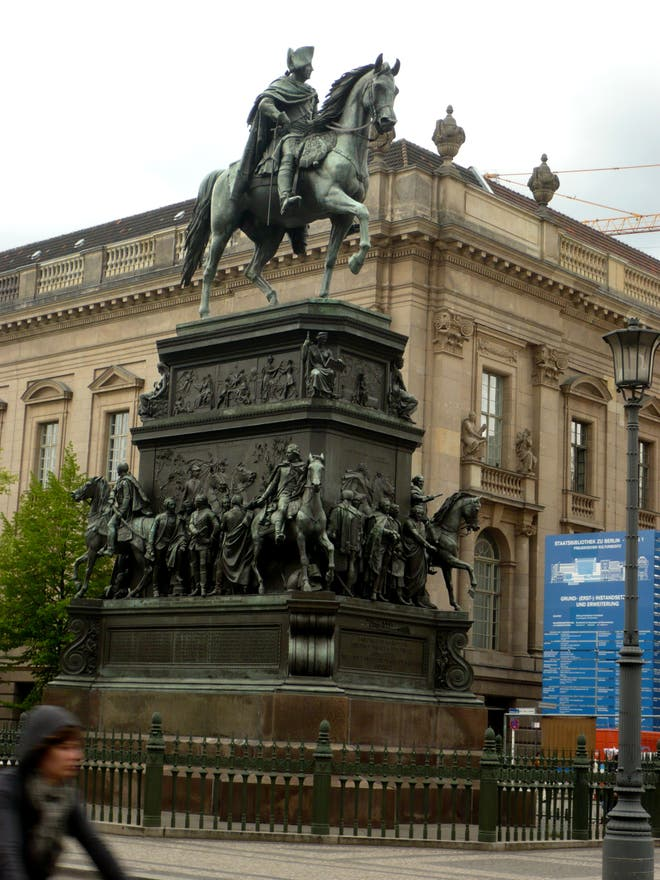 Facade in Statue of Frederick the Great