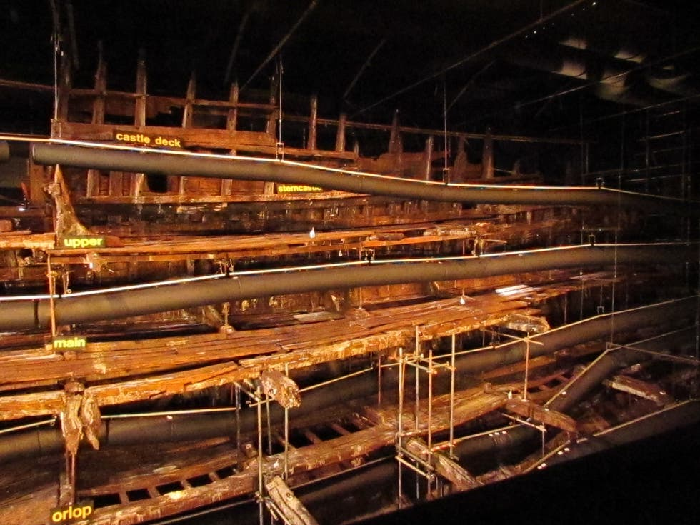 Madera en Mary Rose Museum