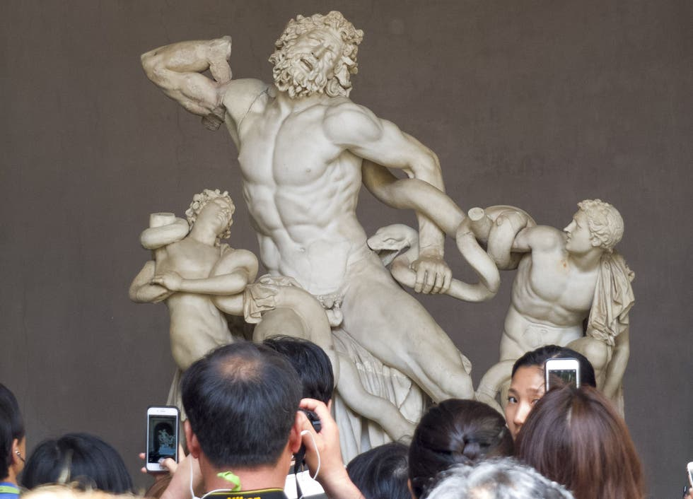 laocoonte-and-his-sons-sculptural-group.