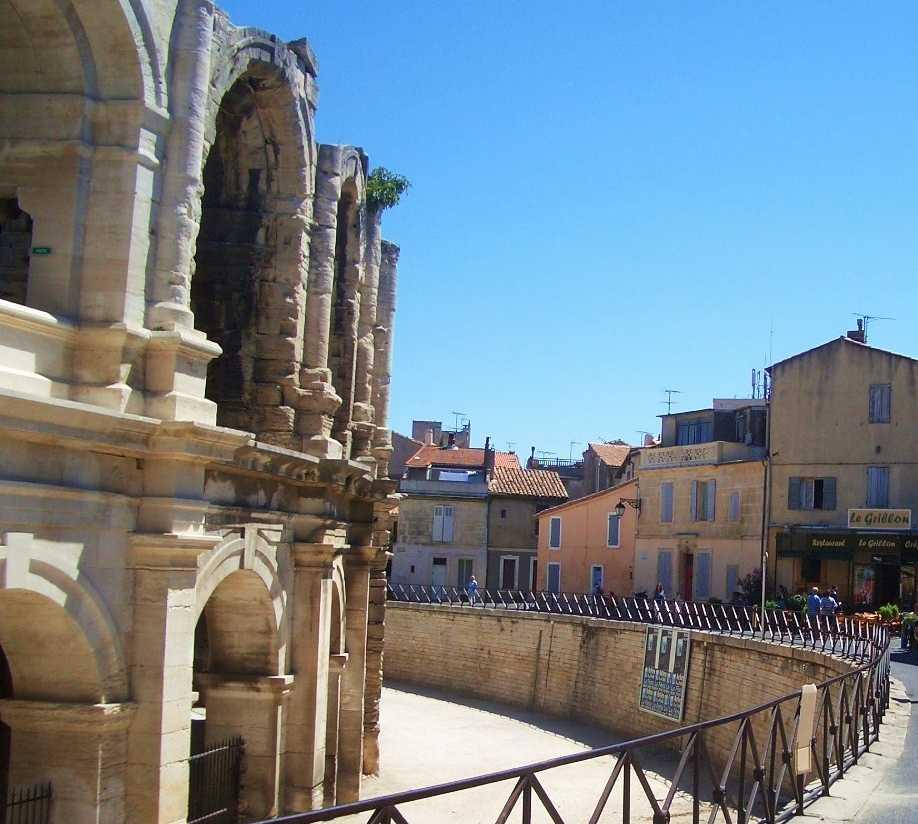 Canal en Las Arenas de Arles