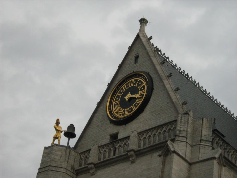 Torre dell'orologio a Sint Pieters
